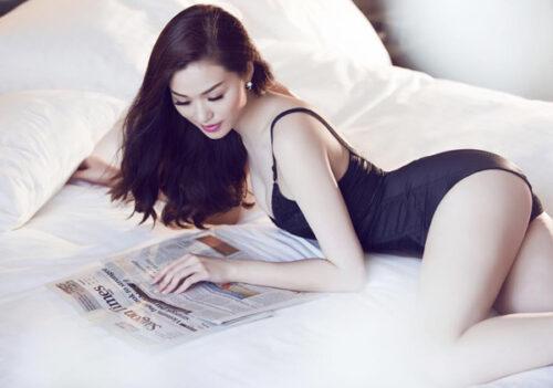 Khêu gợi trên giường.