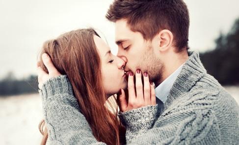 Cách hôn khiến chàng mê mệt bạn