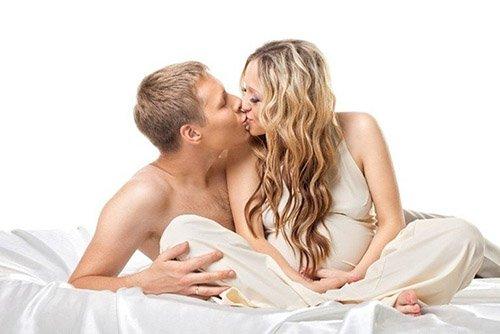 Quan hệ khi mang thai có được xuất vào trong tử cung