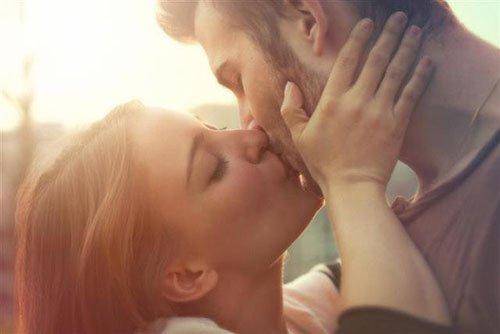Cách hôn kiểu pháp lãng mạn cho các cặp đôi