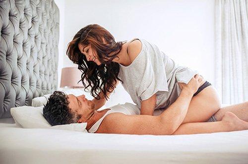 Đàn ông thích phụ nữ như thế nào trên giường?