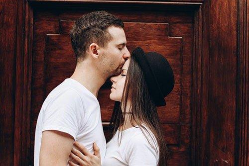 Dạy cách hôn môi lần đầu siêu lãng mạn